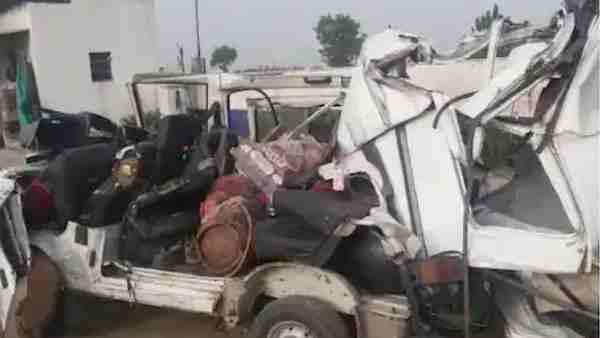 ये भी पढ़ें:- Bulandshahr: ट्रक और वैन की टक्कर में तीन प्रवासी श्रमिकों की हुई मौत, जींद से लौट रहे थे घर