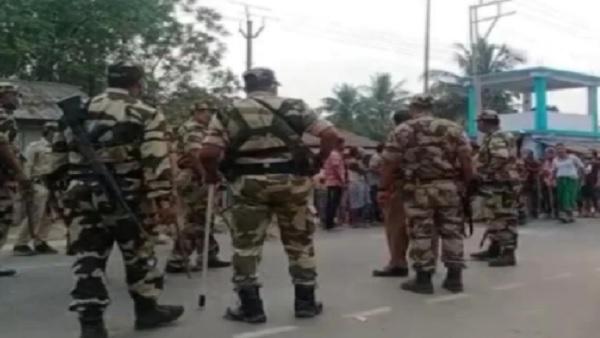 पश्चिम बंगाल: कूचबिहार मतदान केंद्र पर धमाका, चलाई गईं गोलियां, पुलिस ने किया लाठीचार्ज