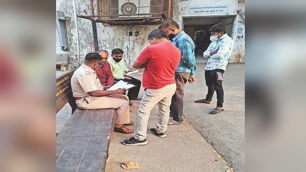 मध्य प्रदेश में ऑक्सीजन-बेड की भारी किल्लत, अस्पतालों के अभाव में घरों पर ही दम तोड़ रहे मरीज