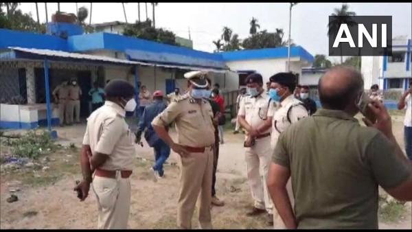ये भी पढ़ें:- बंगाल में चोरी के मामले में छापेमारी करने गए बिहार पुलिस के अधिकारी की उत्तर दिनाजपुर में पीट पीट कर हत्या