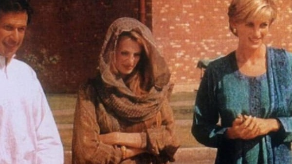 भारतीय महिला डिजाइनर के कपड़े पहन पाकिस्तान यात्रा पर गई थीं प्रिंसेस डायना, वायरल हुई साल 1997 की तस्वीर