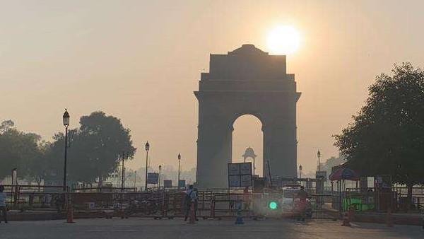 ये भी पढ़ें- कोरोना को बेकाबू देख दिल्ली सरकार ने लगाई नई पाबंदियां, शादी में 50 और अंतिम संस्कार में 20 लोग होंगे शामिल
