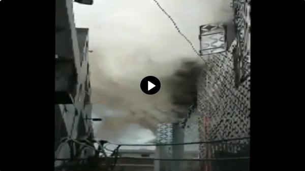 दिल्ली में दिलशाद गार्डन इंडस्ट्रियल एरिया की फैक्ट्री आग से धधकी,15 फायर टेंडर काबू पाने में जुटीं