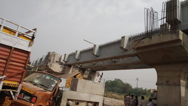 under-construction bridge collapsed in Punjabi Bagh area Delhi, rescue operation at the spot