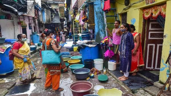 मुंबई: कोरोना विस्फोट, धारावी में 42 नए केस से मचा हड़कंप