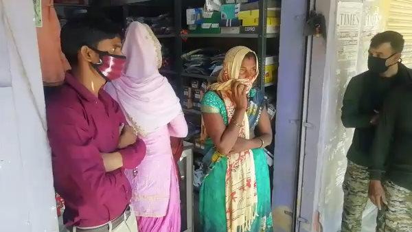 Dholpur : कपड़े लेने आई मां-बेटी को दुकान में बंद कर शादी में चला गया दुकानदार, SP ने 3 घंटे बाद निकाला