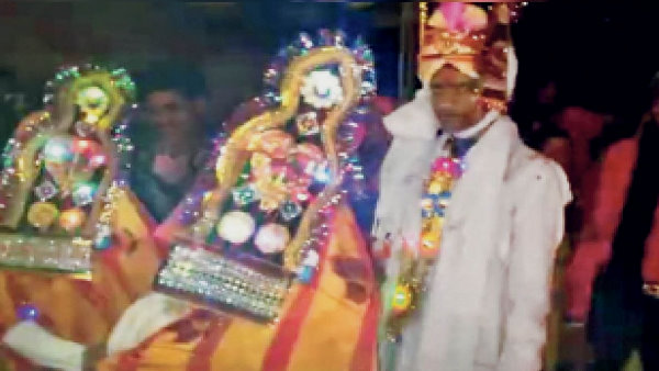 राजस्थान : दिनेश की दुल्हन बनीं सीता और गीता, जानिए दोनों ने एक ही शख्स से क्यों रचाई शादी?