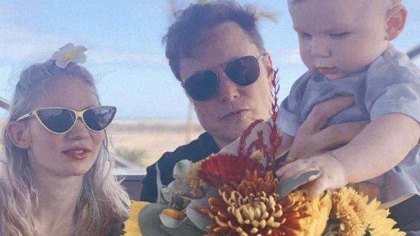 Elon Musk की गर्लफ्रेंड ग्रिम्स की तस्वीर पर बवाल, पीठ पर बनवाए 'एलियन के जख्मों' के निशान