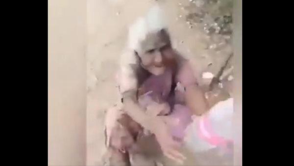 VIDEO:भूखी बुजुर्ग महिला को शख्स ने दिया खाना, फिर जो हुआ उसे देखकर हो जाएंगे इमोशनल