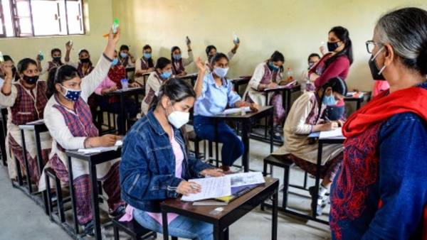 ये भी पढ़ें- CBSE Board Exams: 10वीं की परीक्षा रद्द, 12वीं के लिए बाद में जारी होगा शेड्यूल