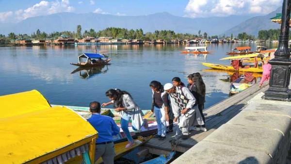 ये भी पढ़ें:- जम्मू-कश्मीर में लगातार बढ़ रहे कोरोना के मामले, विशेषज्ञों ने पर्यटकों को ठहराया जिम्मेदार