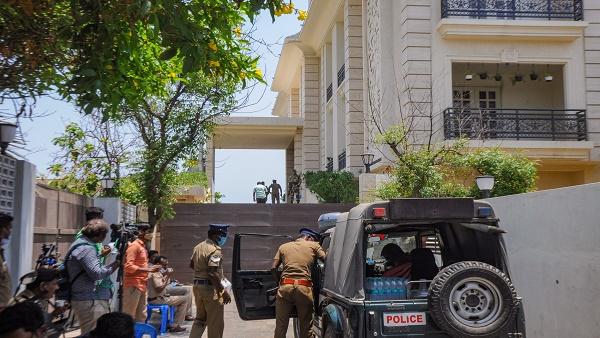 तमिलनाडु चुनाव: आयकर विभाग का बयान, स्टालिन की बेटी और दामाद के घर से मिले 'टैक्स चोरी के सबूत'