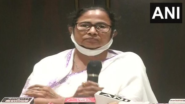 ये भी पढ़ें: कूचबिहार घटना: ममता बनर्जी ने मांगा अमित शाह का इस्तीफा, पीएम मोदी के लिए कहा- शर्म आनी चाहिए...