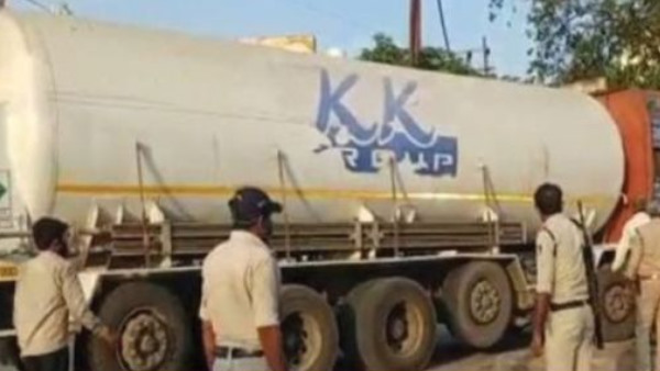 Oxygen tanker going to Madhya Pradesh stopped in UP