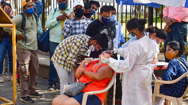 कोरोना टीकाकरण का तीसरा चरण 1 मई से, 18 साल से ज्यादा उम्र के सभी लोगों को लगेगी वैक्सीन