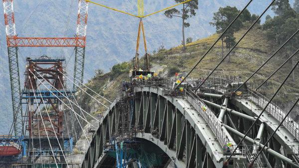इसे भी पढ़ें- चिनाब नदी पर बन रहे दुनिया के सबसे ऊंचे रेलवे पुल का आर्क हुआ तैयार, देखें फोटो