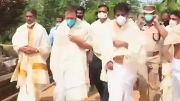 केरल के वायनाड के थिरुनेली मंदिर में राहुल गांधी ने विधि-विधान से की पूजा