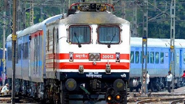 ट्रेन में सफर से पहले कोरोना निगेटिव रिपोर्ट दिखाना होगा? जानिए हर सवाल का जवाब