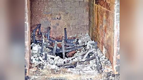 गुजरात: कोरोना से खत्म हो रहीं जिंदगियां, श्मशान लाशों से अटे, 24x7 आग से भट्टियों की ग्रिल पिघली