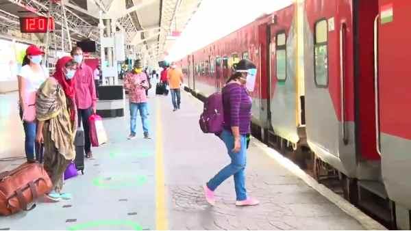 Indian Railways: महंगा हुआ रेल का सफर, रेलवे ने इस ट्रेन के किराए में की 5% की बढ़ोतरी