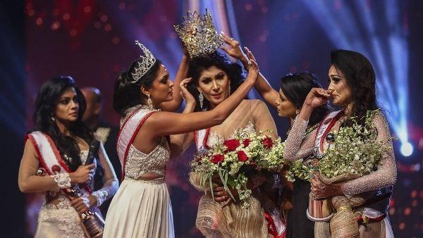 Video: मिसेज श्रीलंका प्रतियोगिता में हंगामा, विजेता के सिर से मिसेज वर्ल्ड ने LIVE शो में छीना ताज, हुई घायल