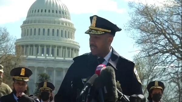 ये भी पढ़ें- अमेरिकी संसद के बाहर पुलिस अधिकारी की मौत, राष्ट्रपति बाइडेन ने जताया दुख, यूएस कैपिटल हिल में लगा लॉकडाउन