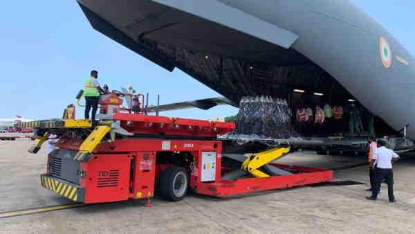ब्रिटेन से पहुंची ऑक्सीजन, सप्लाई लेकर चेन्नई में उतरा IAF का एयरक्राफ्ट