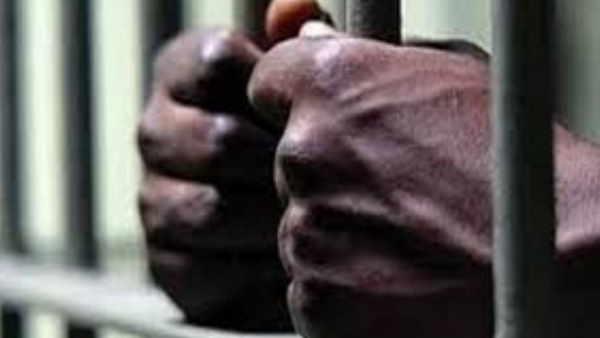 छत्तीगढ़ः कांकेर में 5 लाख रुपये के इनामी नक्सली ने पत्नी के साथ किया सरेंडर, 8 हत्या में था आरोपित