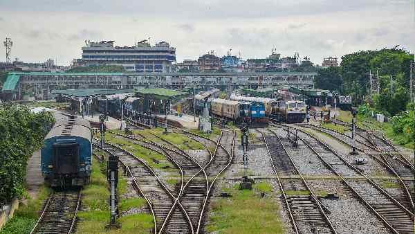 यह पढ़ें:IRCTC Cancelled Trains List: भारतीय रेलवे ने इन 56 ट्रेनों को किया कैंसिल , देखें पूरी List