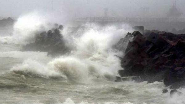 यह पढ़ें: Cyclone Tauktae 2021: कोरोना संकट के बीच मंडराया 'साइक्लोन' का खतरा, जानिए भारत में कब और कहां देगा दस्तक?