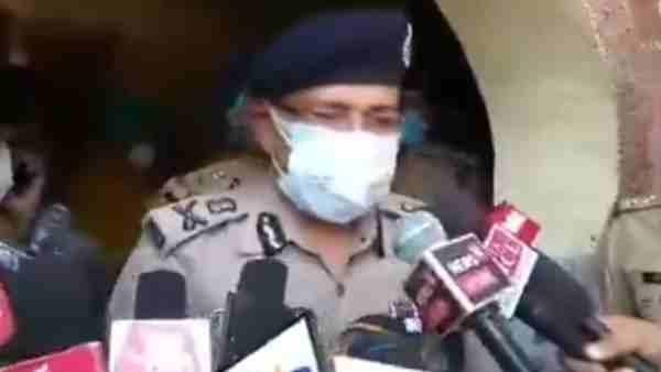 ये भी पढ़ें:- अलीगढ़ शराब कांड: फरार आरोपियों पर 50-50 हजार का इनाम घोषित, अब तक 18 की मौत