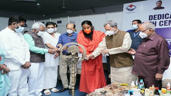 'पतंजलि' प्रमुख रामदेव ने हरिद्वार में बनवाया कोविड केयर सेंटर, मरीजों को ऐसे तरीकों से ठीक करने में जुटे