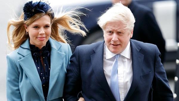 ब्रिटेन के प्रधानमंत्री बोरिस जॉनसन ने गुप्त तरीके से 23 साल छोटी गर्लफ्रेंड कैरी साइमंड्स से की शादी