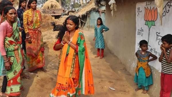 बंगाल में BJP हारी, लेकिन दिहाड़ी मजदूर की पत्नी चंदना ने TMC नेता को हराकर रच दिया इतिहास