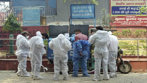 दिल्ली में कई हफ्ते बाद राहत, 5 हजार से कम नए मामले दर्ज, पॉजिटिविटी रेट में भी गिरावट