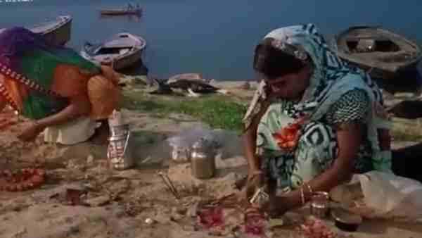 यूपी में महामारी से 'कोरोना माई' बना कोविड, सुबह-शाम महिलाएं कर रही हैं विशेष पूजा