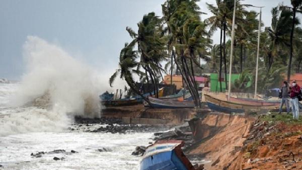 यह पढ़ें:Cyclone Tauktae: गुजरात की ओर मुड़ा चक्रवाती तूफान,10 की मौत