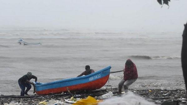 ये भी पढ़ें: Cyclone Tauktae: उत्तर प्रदेश-राजस्थान में भी होगा तौकते तूफान का असर, 19 मई से आंधी-पानी का खतरा