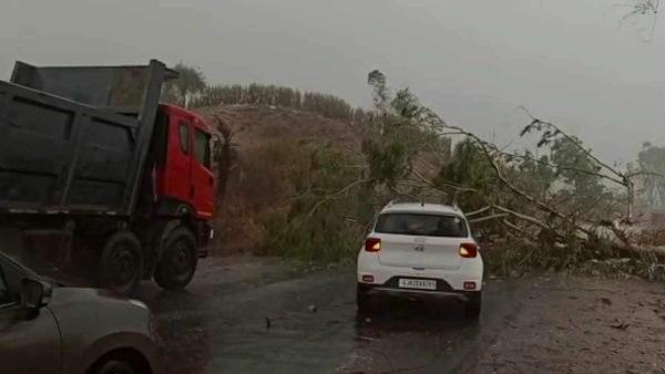 इसे भी पढ़ें-Cyclone in Rajasthan : चक्रवाती तूफान 'ताऊ ते' के असर से राजस्थान में 5 लोगों की मौत, सेना हाई अलर्ट पर