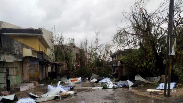 गुजरात: 17 जिलों में मूसलाधार वर्षा कराकर अहमदाबाद पहुंचा चक्रवाती तूफान, महिला की जान गई