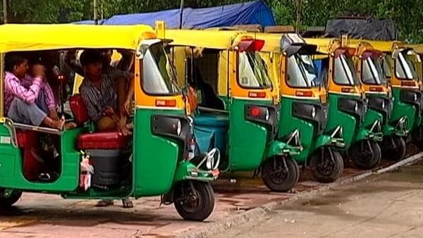 कोरोना संकट में ऑटो चालाकों को 5 हजार रुपए की मदद देगी केजरीवाल सरकार, कैबिनेट की मंजूरी