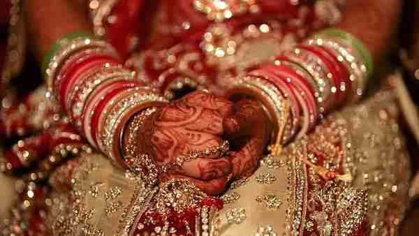 ये भी पढ़ें:- लाल जोड़े में पुलिस स्टेशन पहुंची दुल्हन, बोली- जिसने तुड़वाई शादी उसी के साथ लूंगी सात फेरे