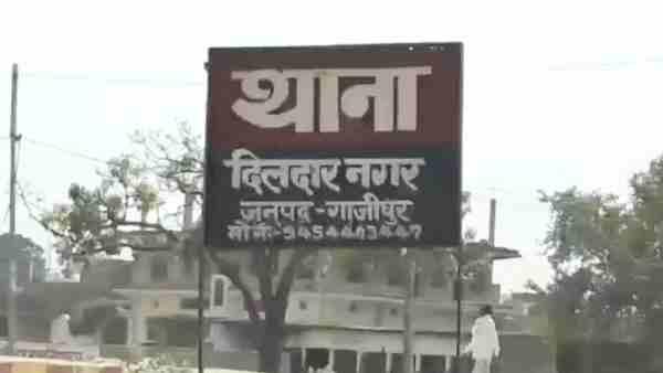 ये भी पढ़ें:- गाजीपुर: यूपी पुलिस के सिपाही ने की पत्नी की निर्मम हत्या, 7 बच्चों पर किया हमला फिर उठाया ये खौफनाक कदम