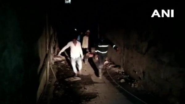 महाराष्ट्र: ठाणे में दर्दनाक हादसा, इमारत की स्लैब गिरने से 7 लोगों की मौत