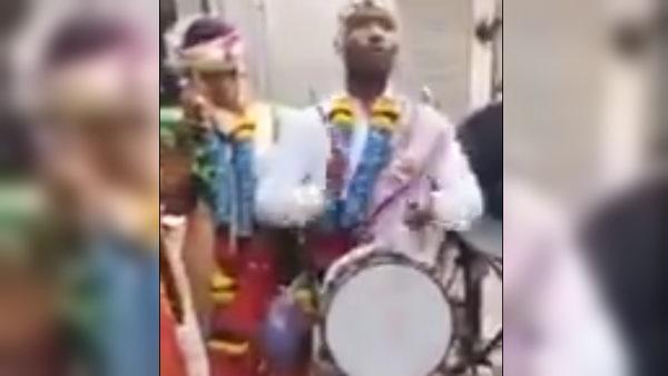 अपनी ही शादी में दूल्हे ने बजाया बैंड, दुल्हन देखकर रह गई दंग, देखें फनी Video