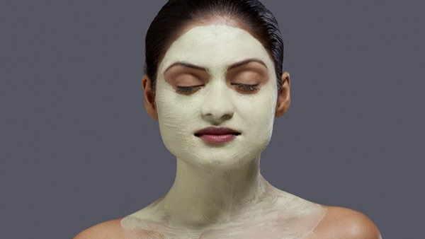 Beauty Tips: बेदाग त्वचा के लिए इस्तेमाल करें हल्दी-चीनी का स्क्रब, जानें तैयार करने की विधि