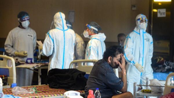 गोवा में कोरोना का तांडव, अस्पताल में जमीन पर पड़े हैं मरीज, शमशान में लगी है कोविड लाशों की लंबी कतार
