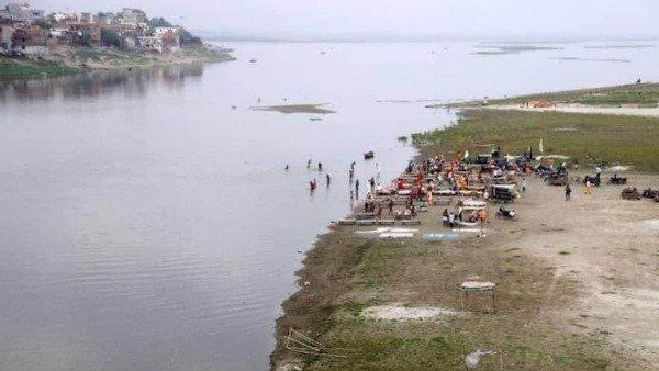 गंगा नदी में मिले शवों पर मानवाधिकार आयोग सख्त, केंद्र और यूपी-बिहार सरकार को भेजा नोटिस