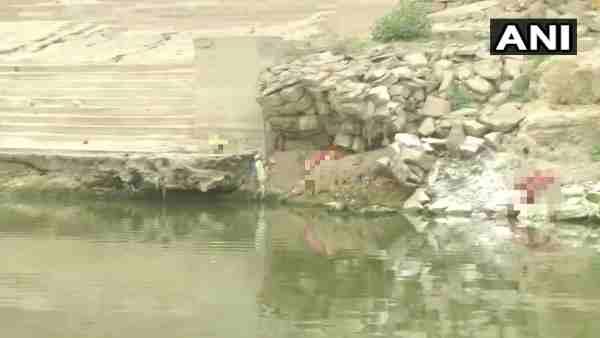 ये भी पढ़ें:- Ghazipur: गंगा नदी में फिर मिलीं कई लाशें, डीएम ने शवों के जल प्रवाह पर लगाई थी रोक