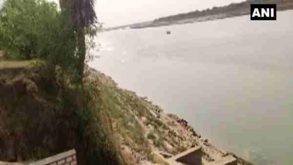 ये भी पढ़ें:- कोविड के बीच गंगा नदीं में तैरती मिलीं कई लाशें, जानिए क्या कहा गाजीपुर DM ने